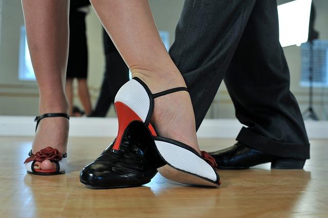 nohy tanečníků.jpg