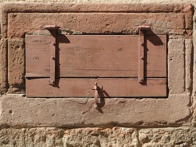 dřevěný poklop