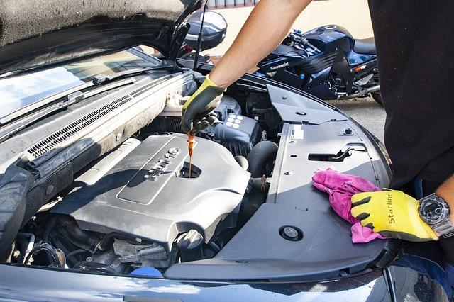 výměna oleje v motoru auta